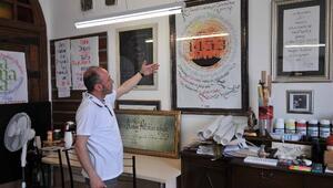 En Değerli Eserini Mustafa AK'a Hediye Etti