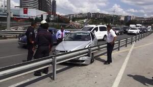 Direksiyonda  sara krizi geçiren sürücü bariyere çarptı