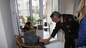 Tugay Komutanı Arslan'dan Huzurevine Ziyaret