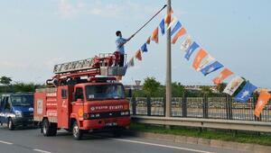 Trabzon'da İzinsiz Asılan Bayrak Ve Flamalar Toplanıyor