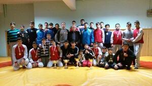 Yeşilyurtspor Kulübü Güreşçileri Birinci Oldu