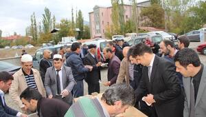 Oltu'da Cuma Namazı Sonrası Cemaate Aşüre İkramı
