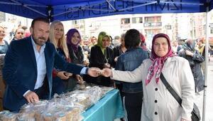 İzmit Belediyesi 5 Bin Aşure Dağıttı