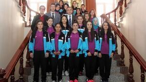 Yozgat Bayan Futbol Takımı Vali Yazıcı'yı Ziyaret Etti