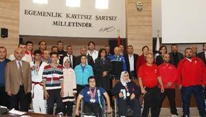 Şahinbey Meclisi Sporcuları Ödüllendirdi