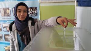 Aksaray'da Öğrenciler Sınıf Başkanlığı İçin Sandığa Gitti