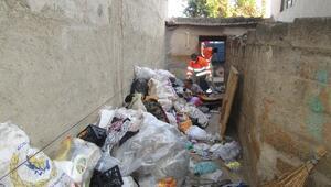 Alaşehir Belediyesi'nden Çöp Ev Temizliği