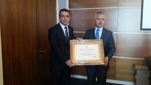 Mersin'de Partisini Birinciliğe Taşıyan Teşkilata Ve Taşpınar'a Teşekkür Belgesi