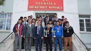 Ulukışla Mesleki Ve Teknik Anadolu Lisesi Güreşte 20 Madalya Aldı