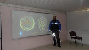 Polislerden Öğrencilere Güvenli İnternet Eğitimi