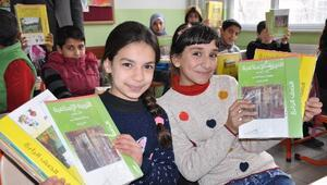 Suriyeli Öğrencilere Ders Kitabı Dağıtıldı