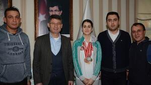 Başkan Yeni'ye Şampiyondan Ziyaret