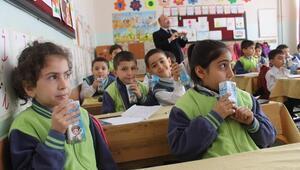 Siirt'te Öğrencilere Okul Sütü Dağıtıldı