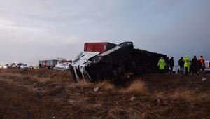 Tır otomobile çarptı: 1 ölü, 2 yaralı