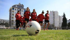 Futbolun kadın emekçileri