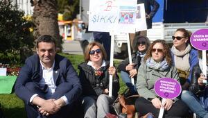 CHPli kadınlardan Özgecan Aslan için oturma eylemi