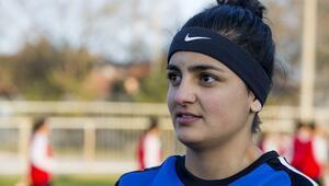 Genç kız futbolcunun milli gururu