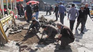 Bitlis Belediyesi yollarda bakım ve onarım çalışması başlattı
