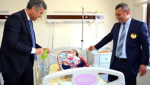 Çocuk hastalara Bir Tatlı Gülüş Almaya Geldik ziyareti
