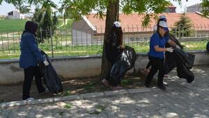 Liselilerden cadde ve sokaklarda temizlik