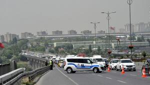 Sağmalcılar Viyadüğündeki trafiğe şüpheli paket engeli