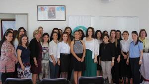 Manisalı kadınlara makyaj semineri