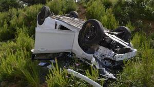 Takla atan otomobilde 2 kişi yaralandı