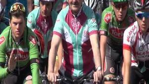 Kadın kanserlerine karşı Boğaziçi Köprüsünde pedal çevirdiler