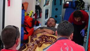 Üzerine motosiklet devrilen Ata Demirer, bacağından yaralandı