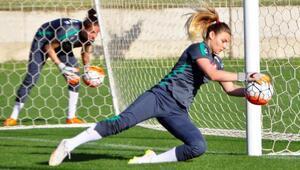 A Milli Kadın Futbol Takımı Antalyada kampa girdi