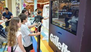 (Fotoğraflı Bülten Dağıtımı) P&G olimpiyatlar sergisi ile İzmir, olimpiyat heyecanı yaşadı