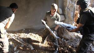 Nusaybinde PKKlı teröristler teslim olmadan önce kullandıkları silahları strech filmlere sararak gömmüşler