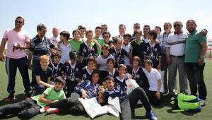 Futbol Şenliğinin şampiyonu Nesibe Aydın okulları