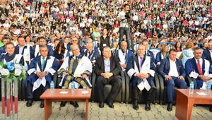 Genç mezunlar yeni hayata adım attı