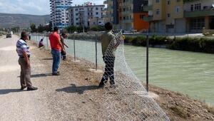Sulama kanalına tel örgülü önlem