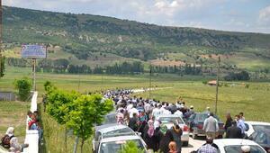 Cenazeye gidenleri taşıyan otomobil TIR ile çarpıştı: 6 ölü, 1 yaralı (2)