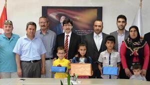 Dereceye girenler öğrencilere ödülleri verildi