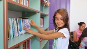 Okula kütüphane kurdular