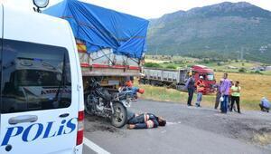 Motosikletiyle, TIRa çarpan sürücü öldü