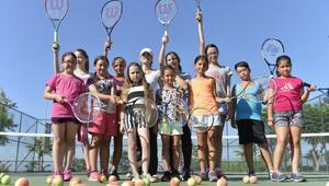 Küçük tenisçilerin idolü çağla