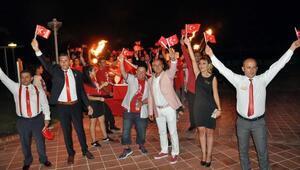 Didimde turistler de 30 Ağustosu kutladı