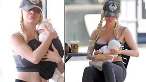 Bebeğini kaybetti sokakta oyuncak bebek gezdiriyor