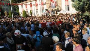 Çukurca şehitleri Naci Yavuz ve Enes Pelitin cenazeleri Tokatta getirildi (3)