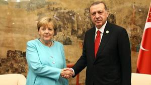 Alman basını: Merkel, Erdoğanın önünde diz çöktü