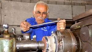 83 yaşında torna atölyesinde çalışıyor