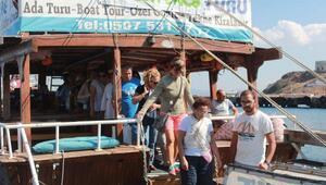 Greenpeacein gemisi Rainbow Warrior Bozcaadada