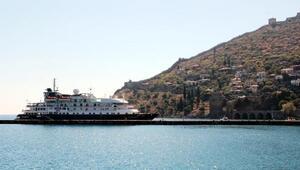 Alanyaya turistler gemiyle geldi