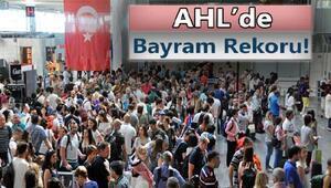 Atatürk Havalimanında tüm zamanların rekoru kırıldı;1500 uçak
