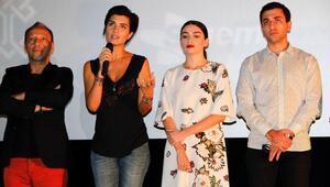 Dar Elbisenin oyuncuları Adanada
