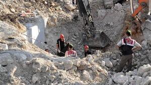 İstanbul - İzmir Otoyolu inşaatında bir işçi göçük altında kalarak hayatını kaybetti